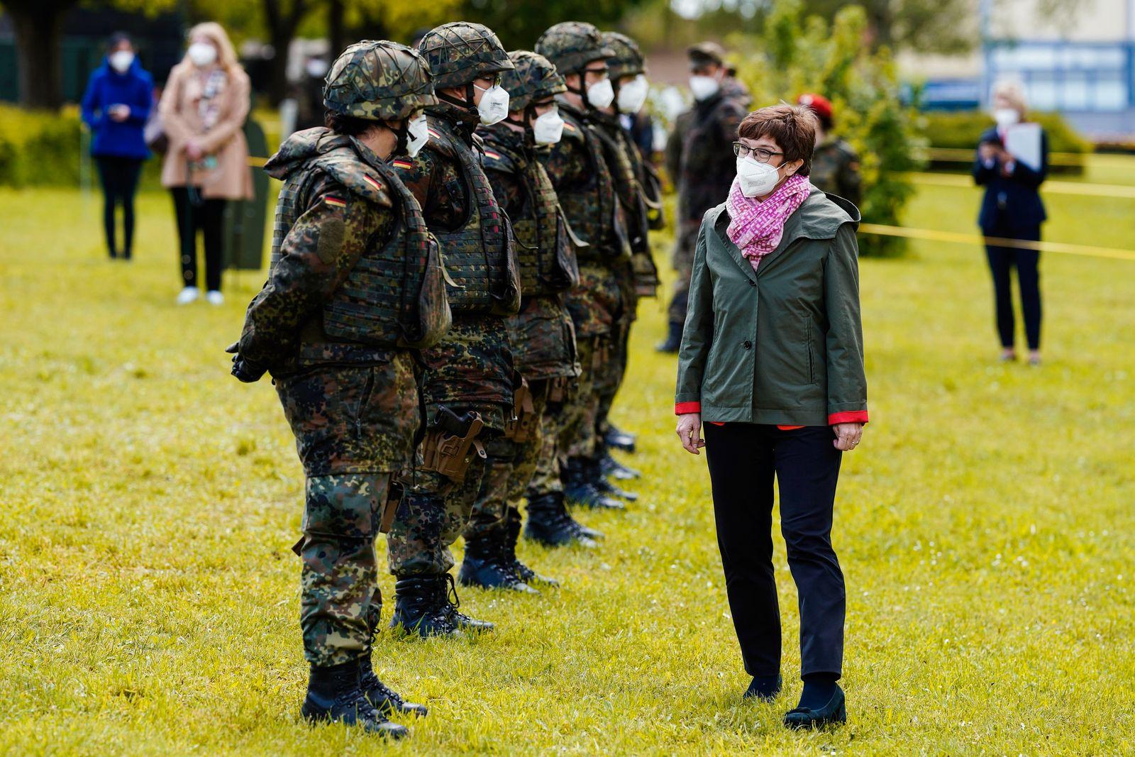 Verteidigungsministerin besucht ABC-Abwehrbataillon