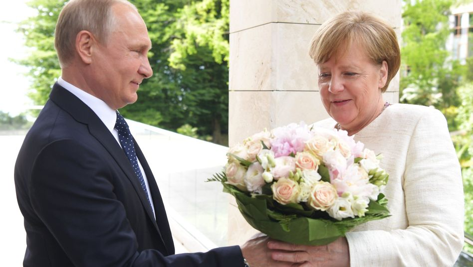 Putin, Merkel in Sotschi (Archiv)