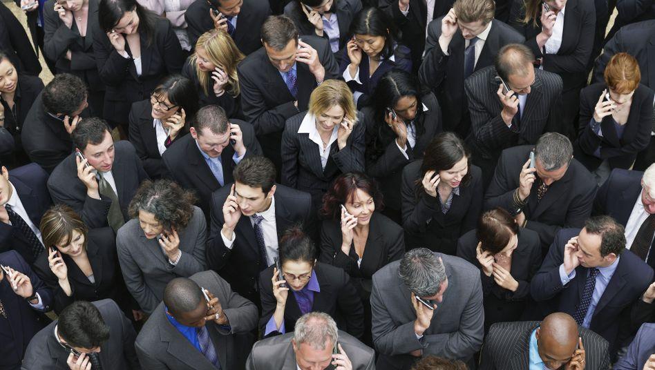 Telefonierende Geschäftsleute: Handys lassen uns krank aussehen
