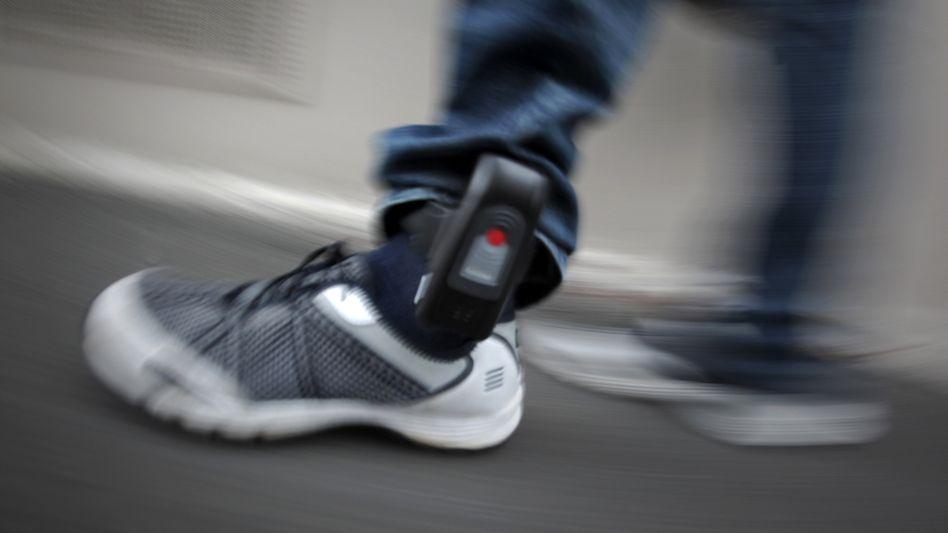 Eine elektronische Fußfessel