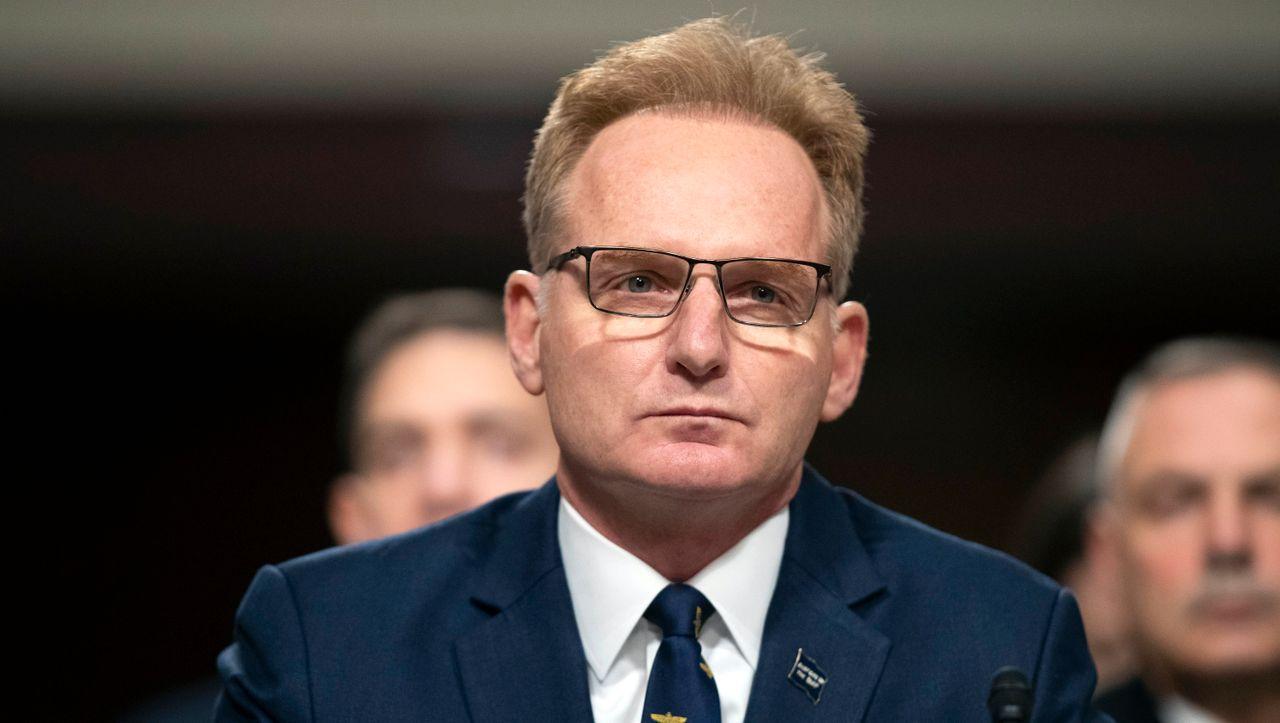 Nach Corona-Infektionen auf Flugzeugträger: Marine-Staatssekretär Modly reicht Rücktritt ein - DER SPIEGEL - Politik