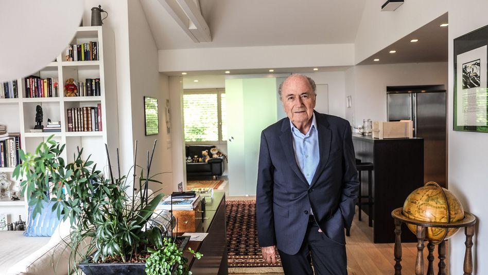 Rentner Blatter am vergangenen Mittwoch in seiner Wohnung in Zürich
