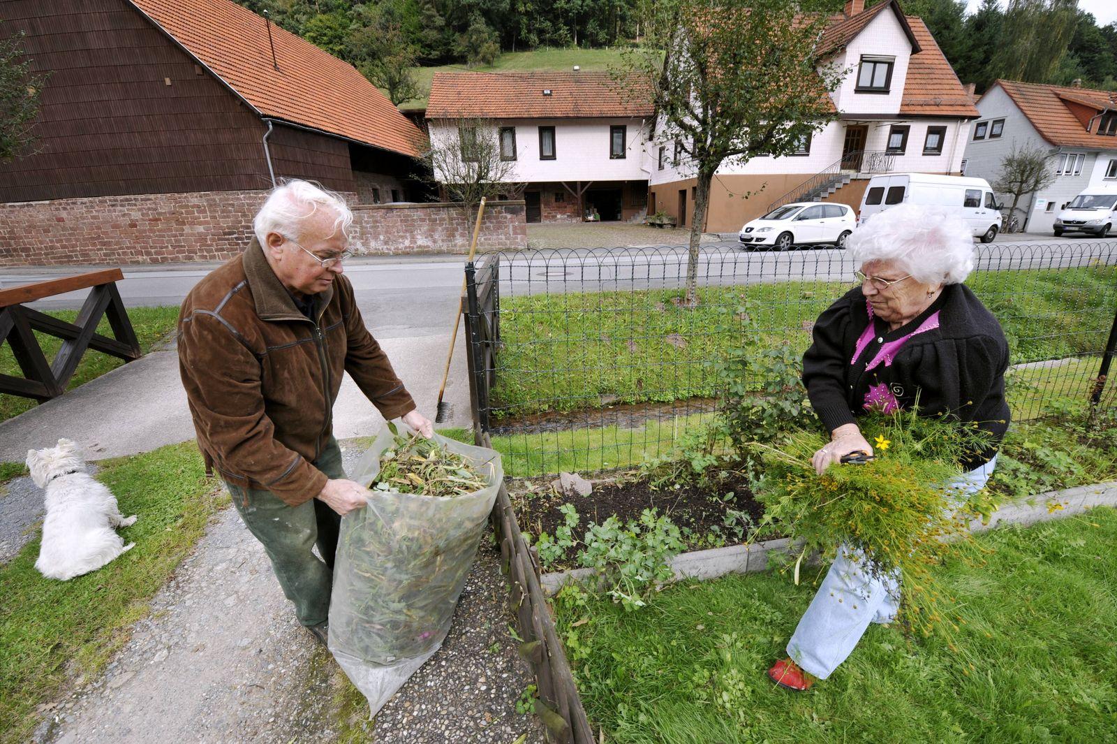 NICHT VERWENDEN Rentner / Garten