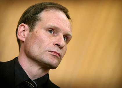 Armin Meiwes awaiting his verdict in the Frankfurt courtroom on May 9.