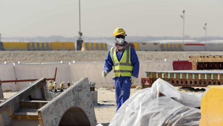 2017: Arbeiten am Al Bayt Stadium - 60 Kilometer entfernt von Doha