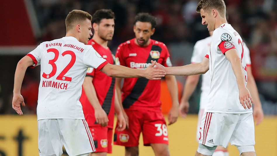 Joshua Kimmich und Thomas Müller (im DFB-Pokal gegen Leverkusen, April 2018)
