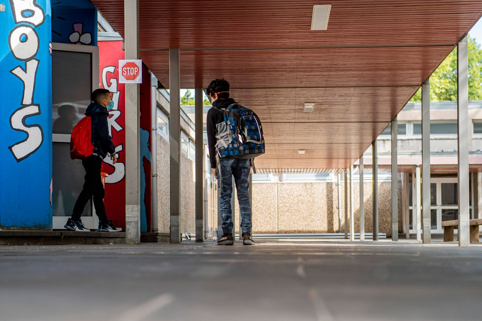 Schulbesuch von NRW-Schulministerin Yvonne Gebauer in der Realschule Benzenberg Politik: Schule, Wiederaufnahme des Sch