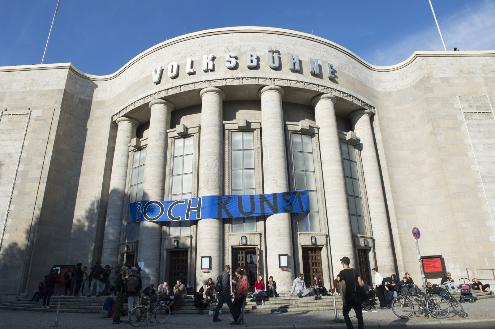 EINMALIGE VERWENDUNG Volksbühne besetzt/ Protest