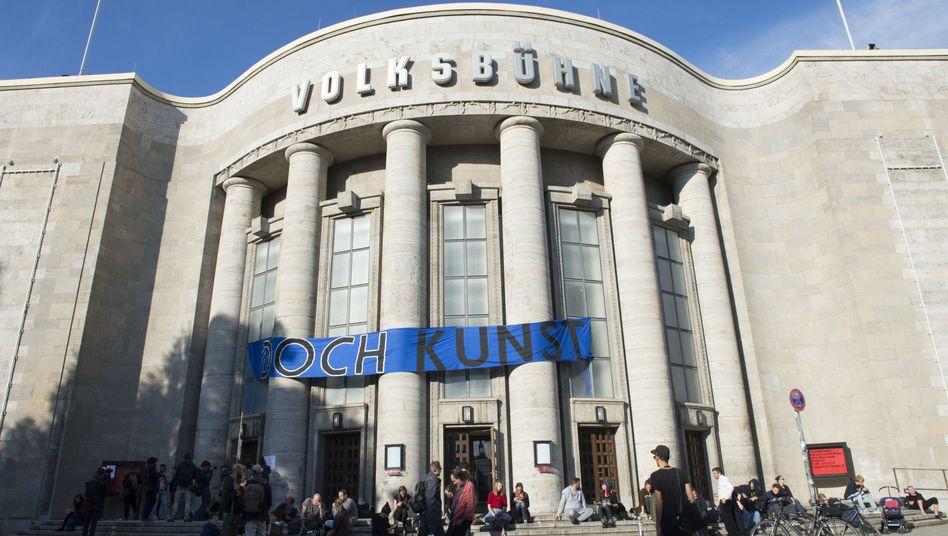 "Volksbühne mit ""Doch Kunst""-Protest-Transparent"