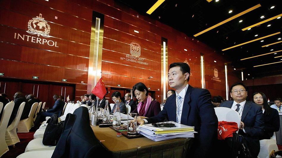 Interpol-Generalversammlung in Peking 2017: Eine hochprozentige Operation