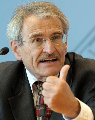 Martin Morlok: Der 60-jährige Professor lehrt in Düsseldorf Öffentliches Recht, Rechtstheorie und Rechtssoziologie und leitet das Institut für Deutsches und Europäisches Parteienrecht