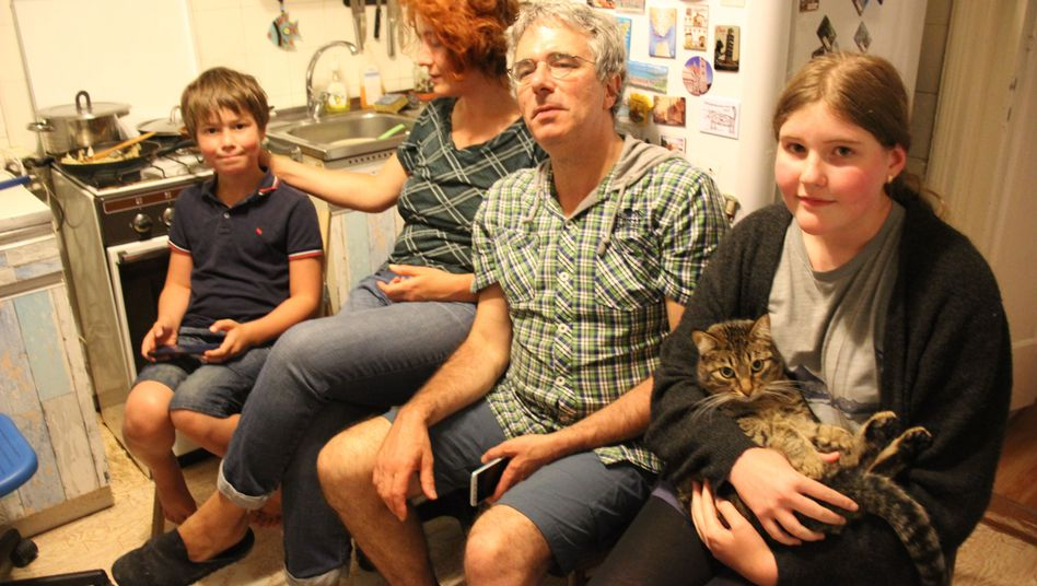 Familie Osnos-Anistratenko in ihrer Küche in Moskau: Sohn Filipp (v.l.), Mutter Asja, Vater Konstantin, Tochter Arina