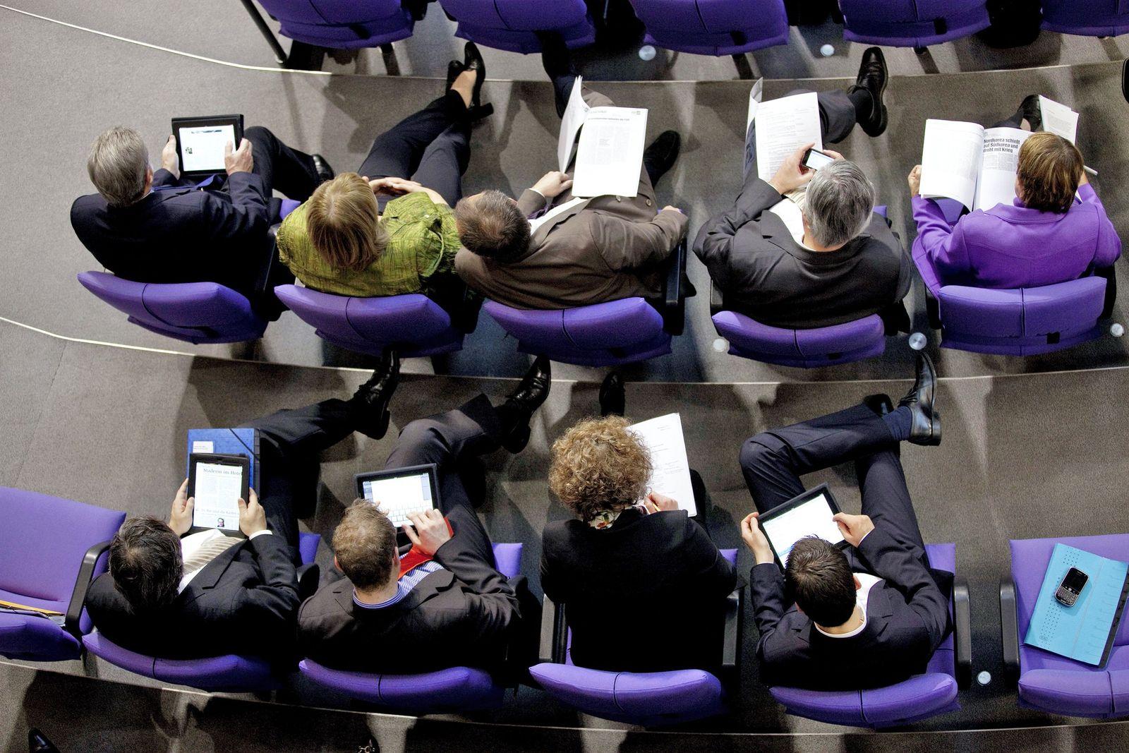 EINMALIGE VERWENDUNG iPad / Politiker / Bundestag