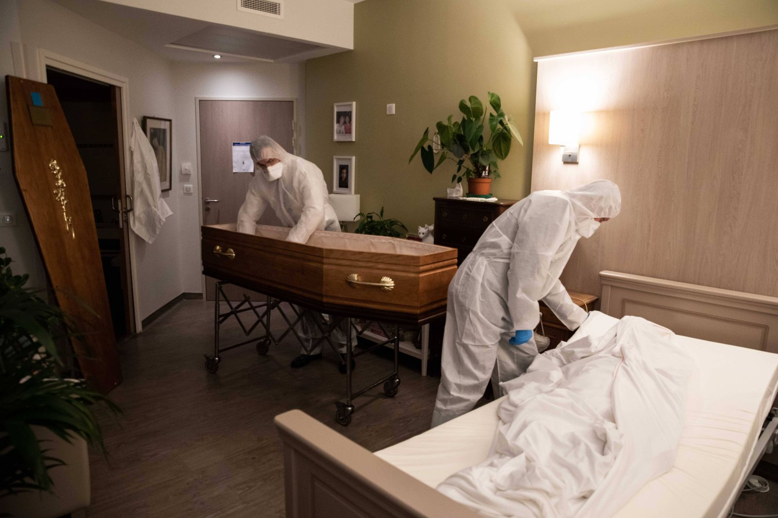 Paris, France, April 7, 2020 - Report inside the Santilly Funeral Home, which is currently facing the Coronavirus epidem