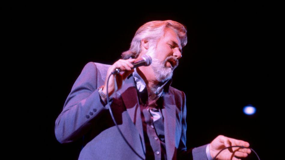 Kenny Rogers bei einem Konzert im Jahr 1981