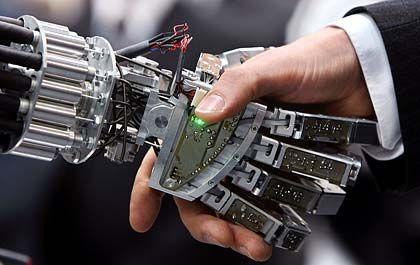 Roboter und Mensch: Wer dient wem?