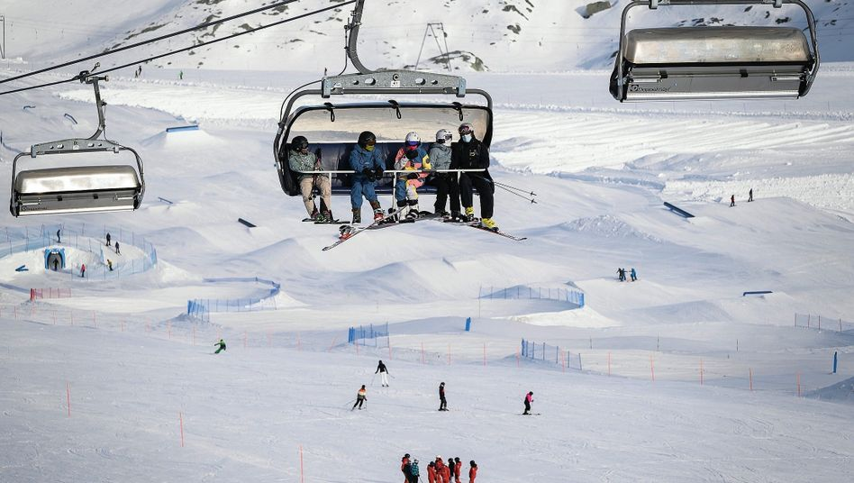 Skisportler in Zermatt: Ist die Schweiz am Ende der lachende Dritte?