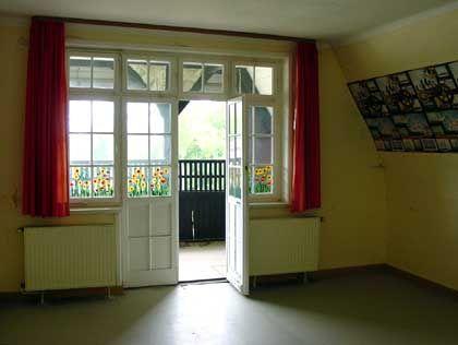 Schlafsaal im Haus Nummer zwei: Im Sommer 2004 steht das Haus größtenteils leer