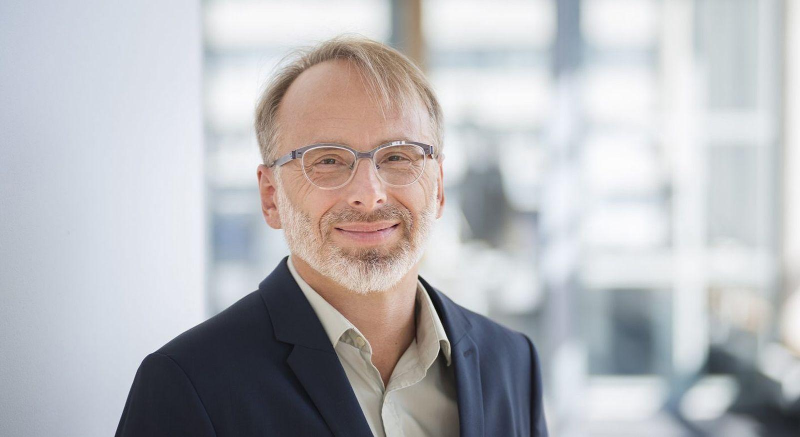EINMALIGE VERWENDUNG Oliver Schröm