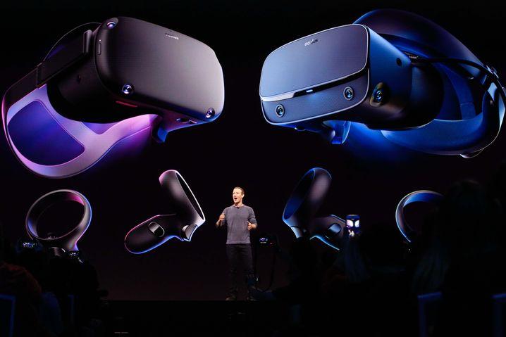Zuckerberg stellt die Oculus Quest und die Oculus Rift S vor.