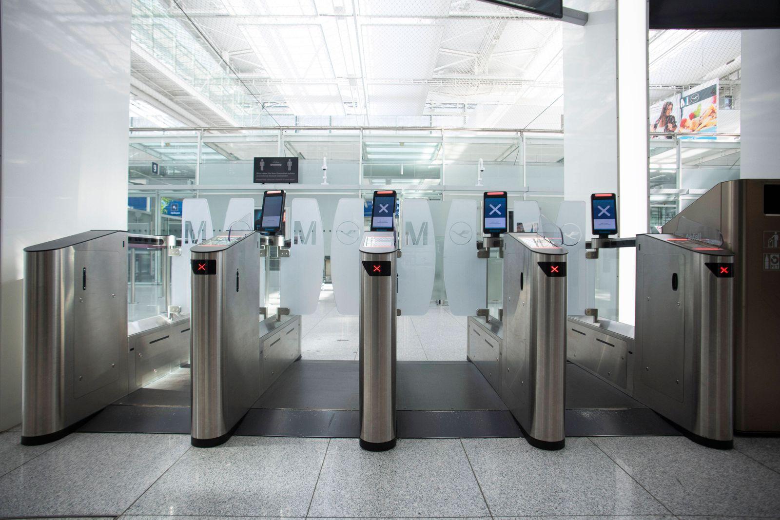 Corona Pandemie, Flughafen Muenchen, menschenleer. 07.04.2020 Im Bild: Terminal 2 *** Corona pandemic, Munich Airport,