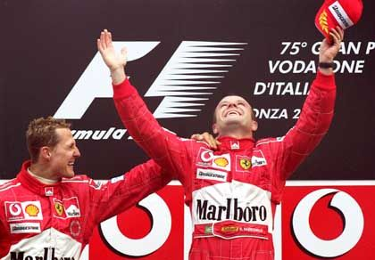 Ferrari-Piloten Barrichello (r.) und Schumacher: Alle Mäuschen verputzt