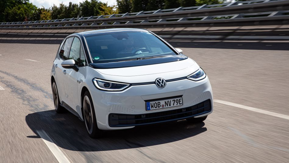 Das erste echte Elektroauto von VW, der ID.3, kämpft noch mit Softwareproblemen, soll aber dennoch ab September an Kunden ausgeliefert werden.