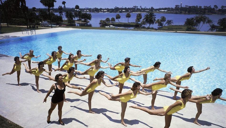 Synchronschwimmerinnen beim Training der Musical-Revue »Esther Williams at Cypress Gardens« in Florida 1960