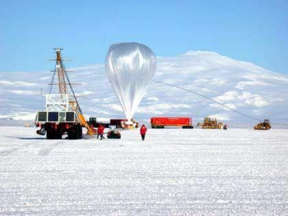 """Tiger""-Ballon vor dem Start: Zähes Fluggerät"