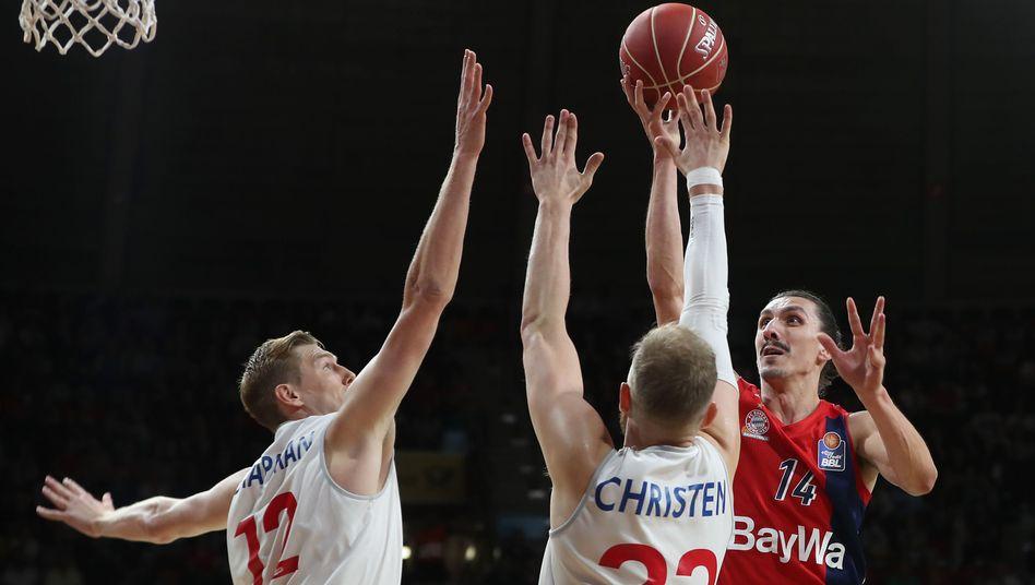 Bayerns Nihad Djedovic (rechts) zog mit seinem Team vorzeitig ins Finale der Playoffs ein.