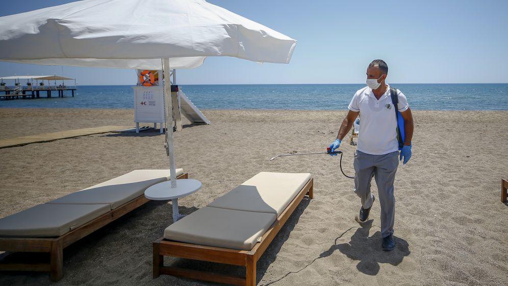 Sonnenliegen am Strand von Antalya: Überall wird ganz genau abgezählt