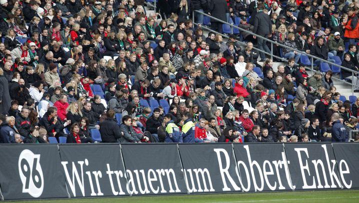 Trauerfeier von Robert Enke: Aufgebahrt in der Arena