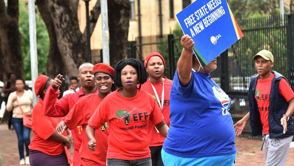 Demonstration von EFF-Anhängern