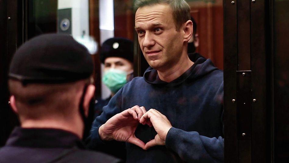Oppositionspolitiker Nawalny im Moskauer Stadtgericht: Ein Herz für Ehefrau Julija