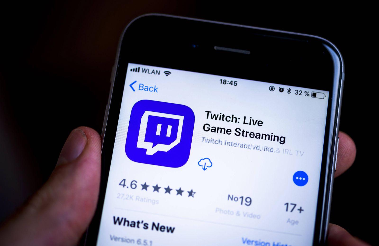 Hand h‰lt iPhone Twitch App im Apple App Store Gaming Video Streaming Plattform App Icon iPhone