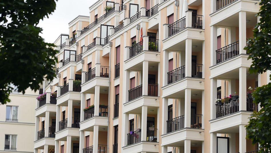 Fassaden von neugebauten Wohnhäusern in Berlin
