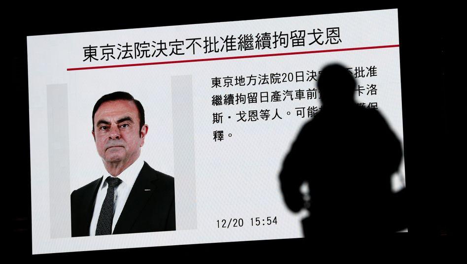 Ein Bildschirm mit einem Bericht über Ghosn (Archivbild)