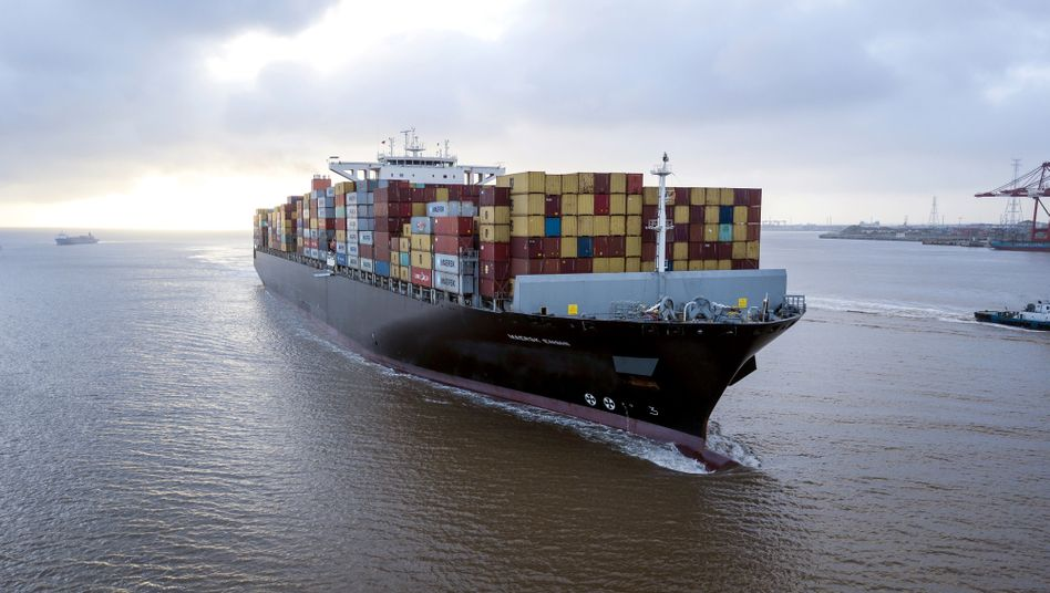 Die »Soro Enshi«verlässt den Hafen von Shanghai