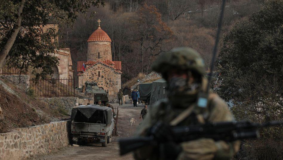 Russischer Soldat in der nun Aserbaidschan zugeschlagenen Region Bergkarabach