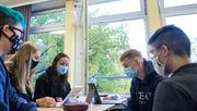 Vier von fünf infizierten Schülern haben sich außerhalb der Schule angesteckt