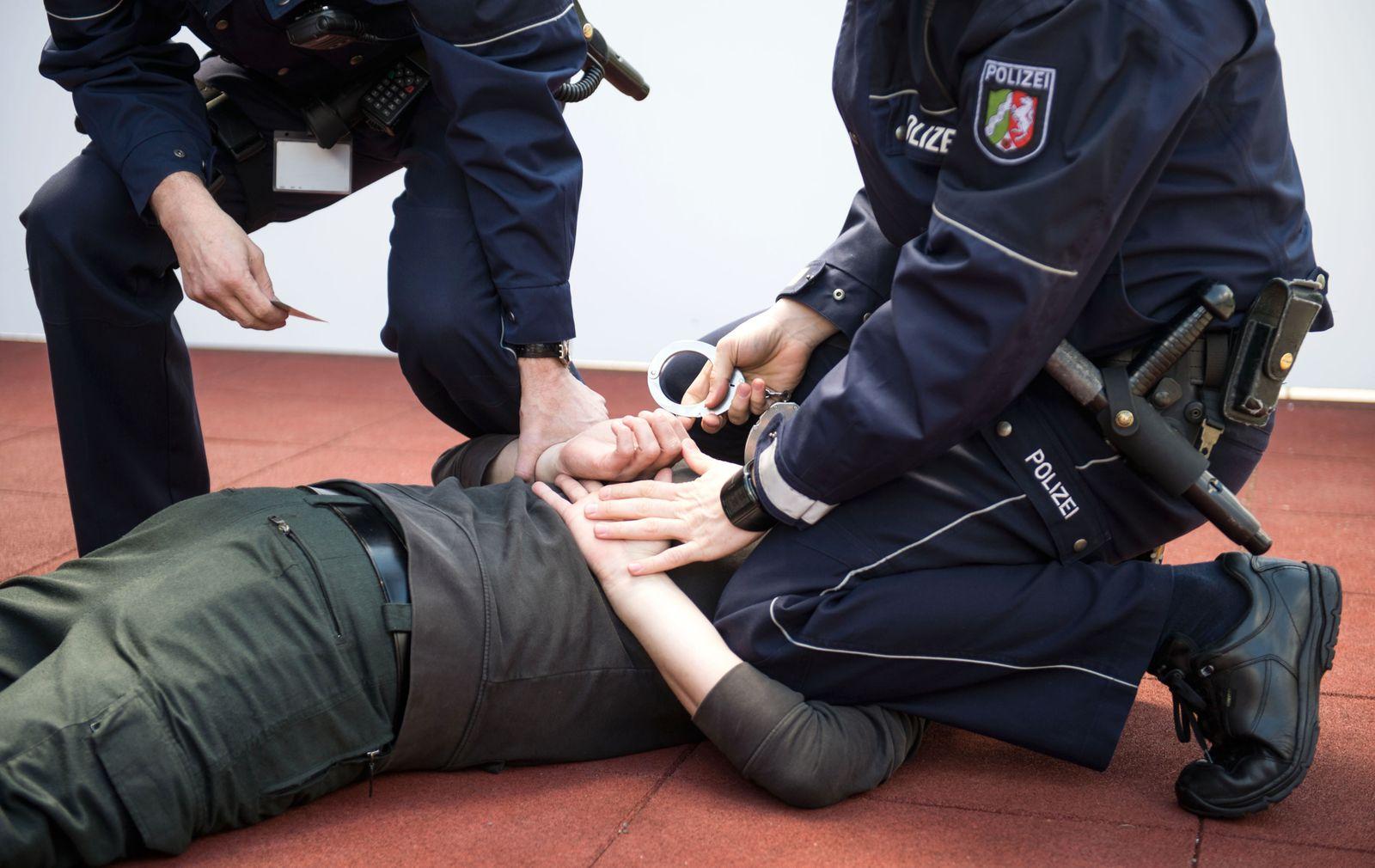 Wann darf die Polizei Gewalt anwenden? So ist die Rechtslage