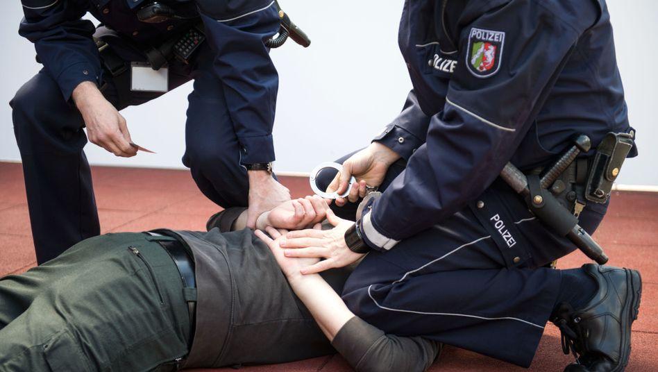 """Festnahmetraining: """"Polizisten lernen in der Ausbildung, Gewalt anzuwenden"""""""