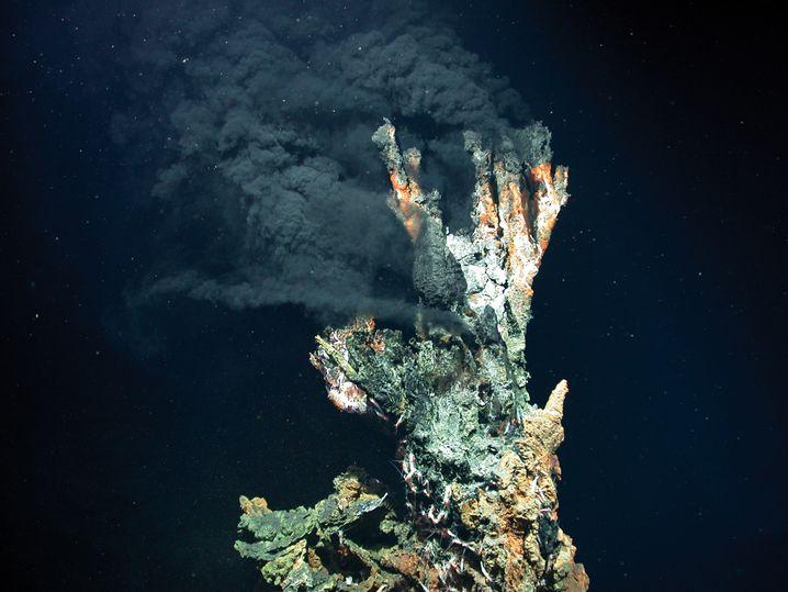 Massivsulfid im Atlantik, 3300 Meter unter der Meeresoberfläche