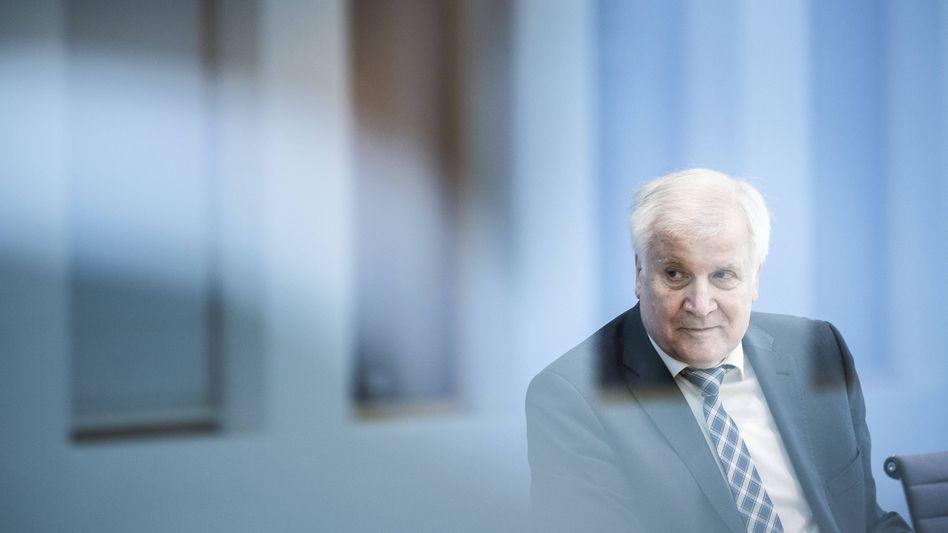 Horst Seehofer: Der Innenminister will sich am heutigen Montag vor Ort ein Bild von der Arbeit des THW machen