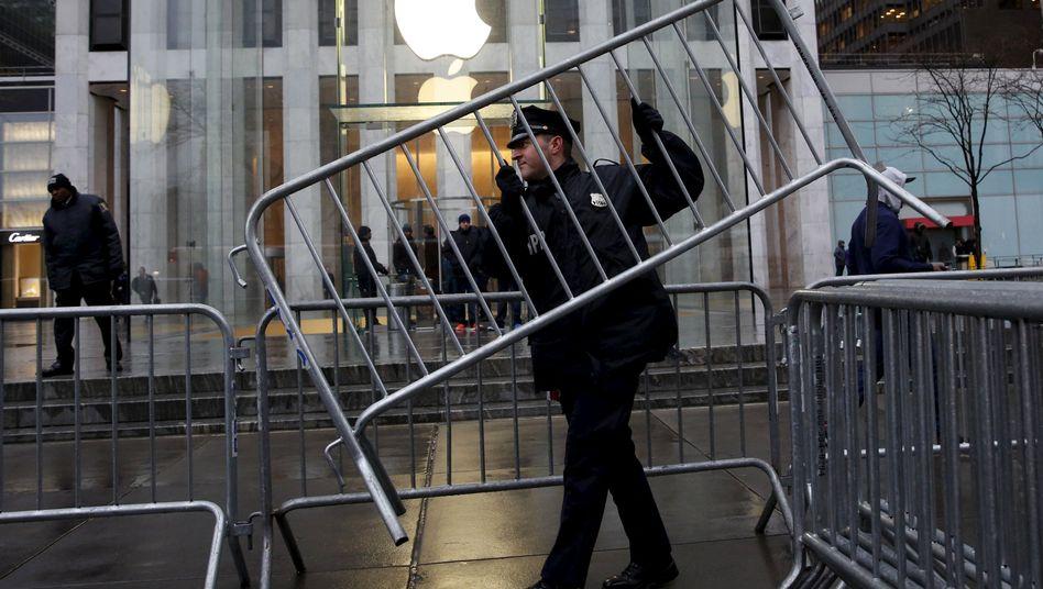 Absperrung bei einem Apple-Geschäft in New York: Streit hat größere Ausmaße als bislang bekannt