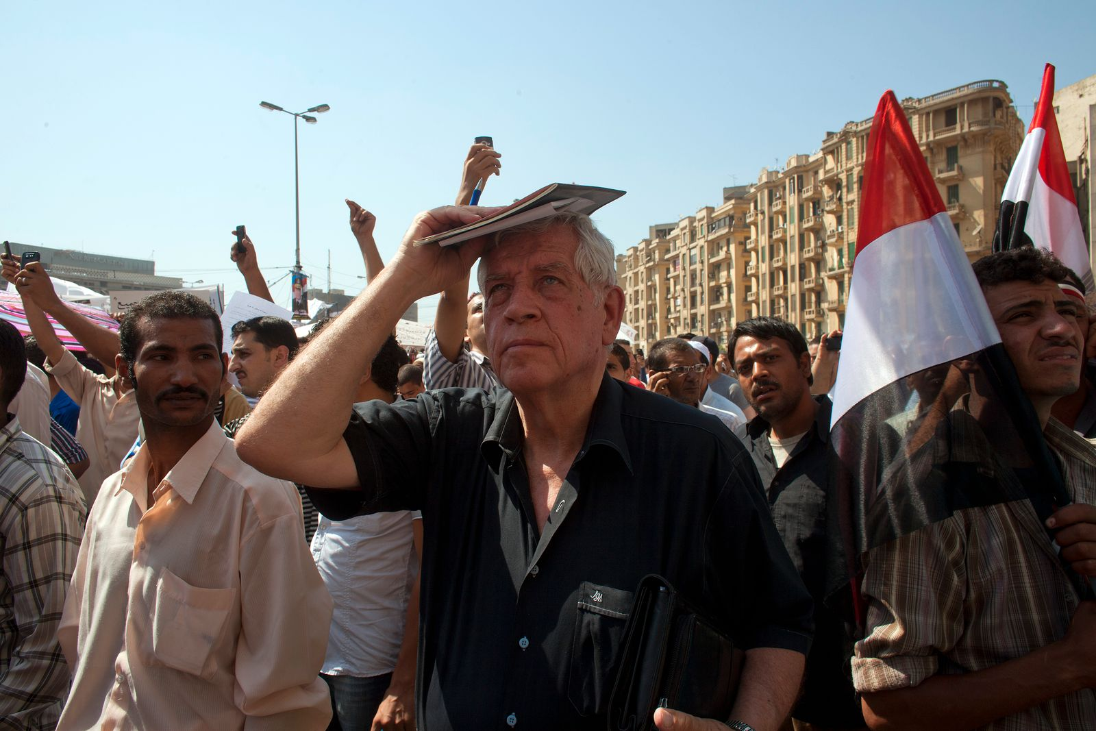 Egyptians return to Tahrir
