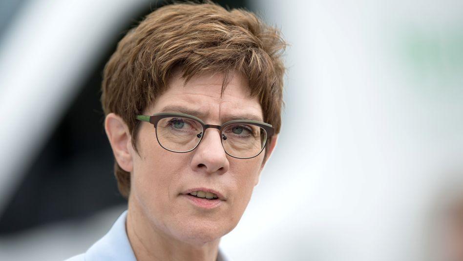 Bundesverteidigungsministerin Annegret Kramp-Karrenbauer: Änderung des Soldatengesetzes vorgelegt