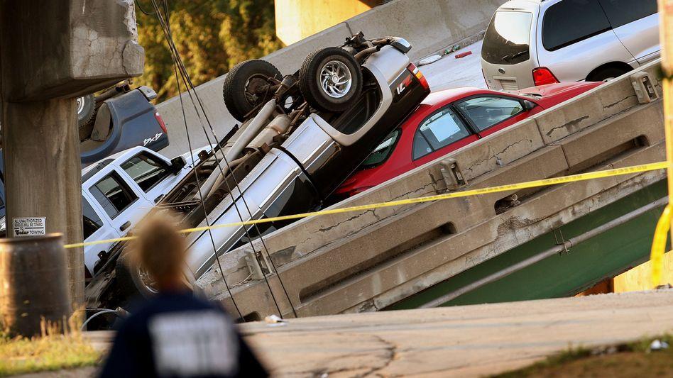 Eingestürzte Brücke in Minnesota (2007): Die USA sparen schon heute an der Infrastruktur