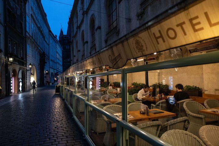 In Prag wurden unter anderem Schulen und gastronomische Betriebe geschlossen.