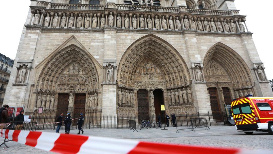Kathedrale Notre-Dame in Paris: Kirche auf der Île de la Cité nach Suizid evakuiert